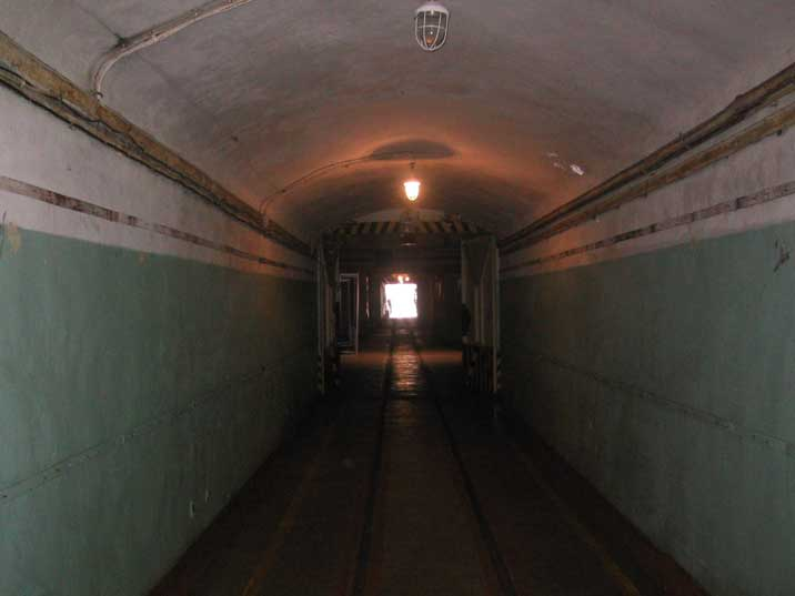 Tunnel with rails to transport munitions to the submarines