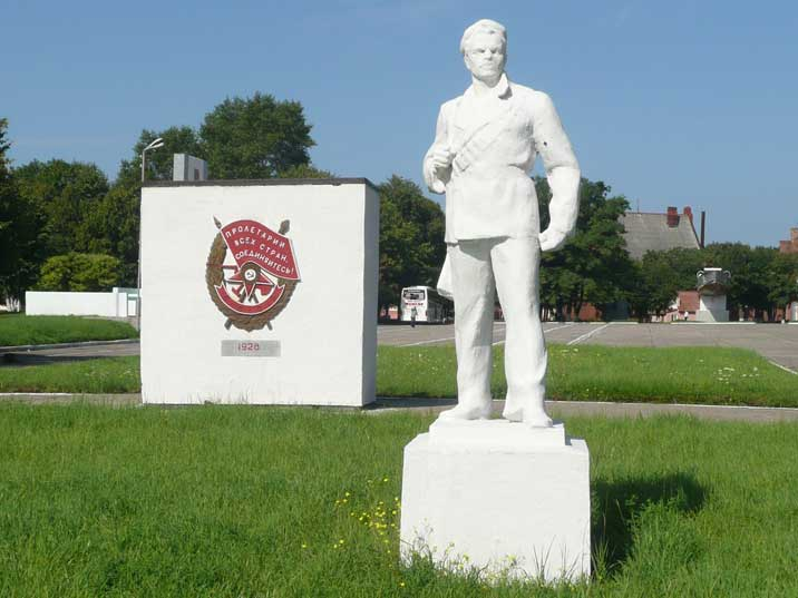 Sculpture of a Red Navy sailor on the Baltiysk parade ground