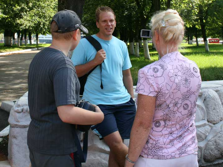 Comtourist editor interviewed by Russian tourists in Baltiysk