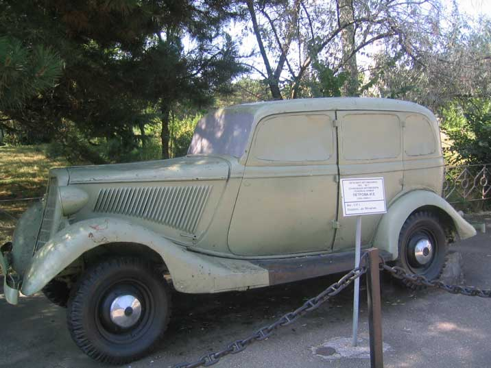 Red Army GAZ M1 command car, based largely on the Ford Model B
