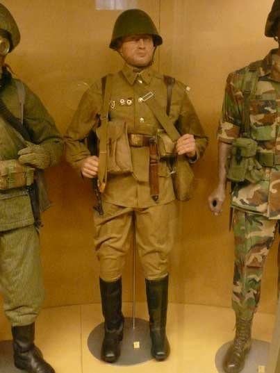 http://www.comtourist.com/images/large/dutch-army-museum-10/delft-army-museum-soviet-infantry-02.jpg