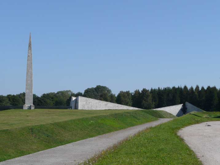 issues of war monuments in estonia Kallas, like other top estonian officials, insisted that the removal of the soviet war  monument is an internal issue for estonia today's german.