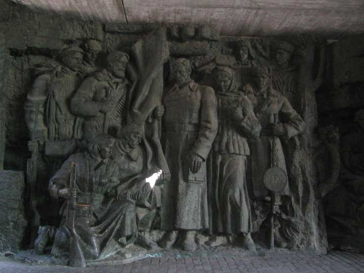 Rodina Mat Sculpture gallery with heroic Soviet partisans
