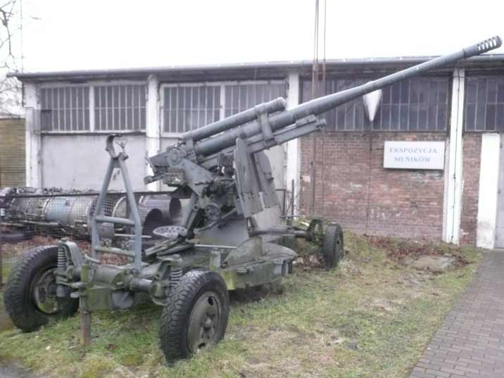 Soviet 85 mm air defence gun M1939 (52-K) from World War II