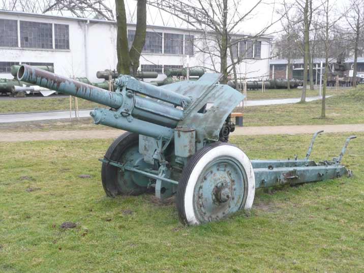 Soviet M1938 (M-30) 121.92 mm howitzer from World War II