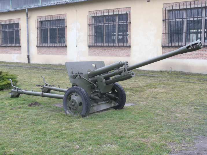 Soviet ZiS-3 76 mm divisional gun M1942 used during World War II