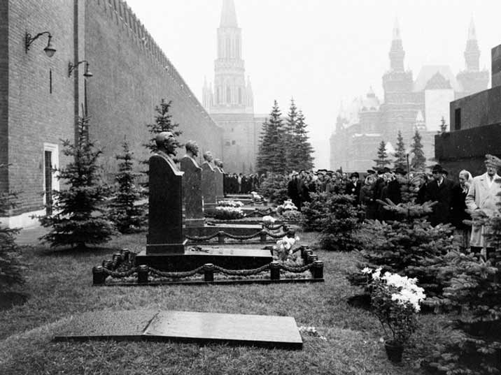 Stalin's grave next to Mikhail Kalinin at the Moscow Kremlin Wall