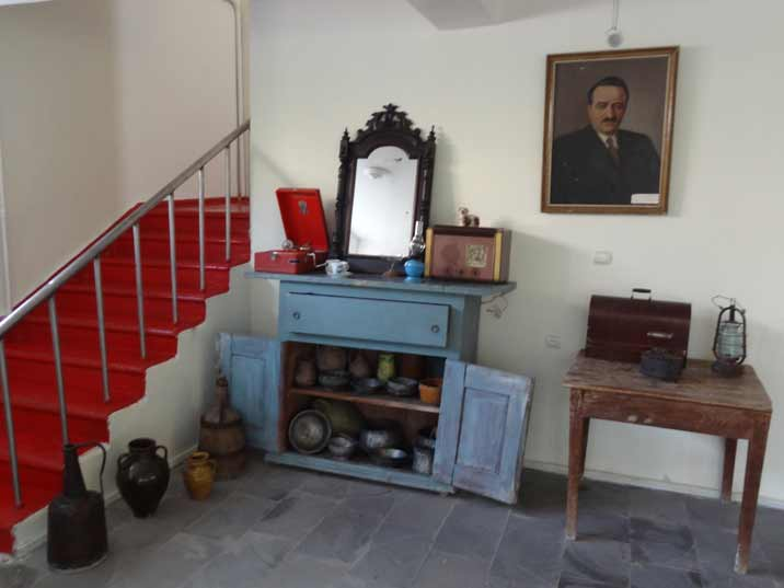 Familily possesions from the Mikoyan family including pots, pans, a radio, a record player a mirror and oil lamps