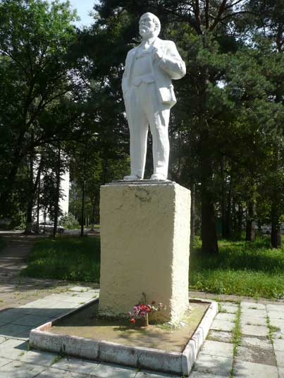 Lenin statue on the central square of Monino near the museum