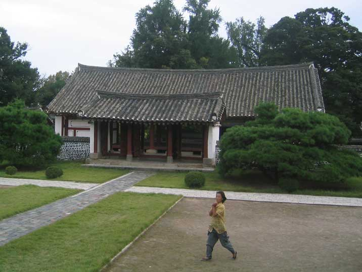 Building of the Koryo museum in Kaesong with the local guide