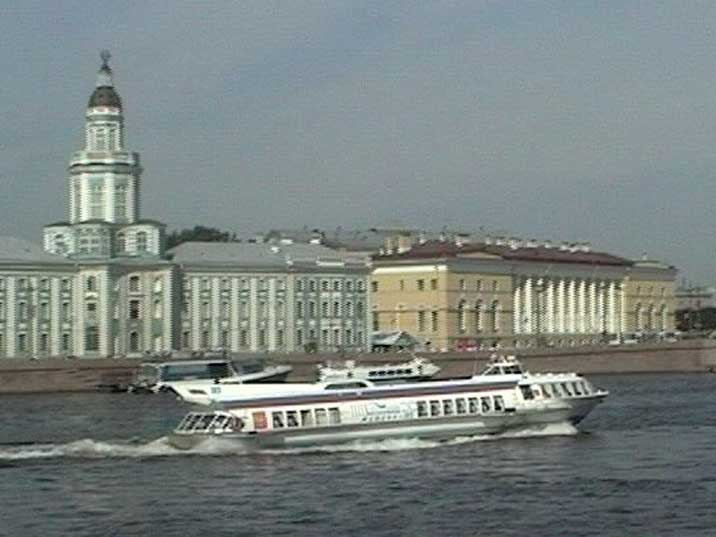 Meteor class hydrofoil on the Neva in front of the Kunstkamera