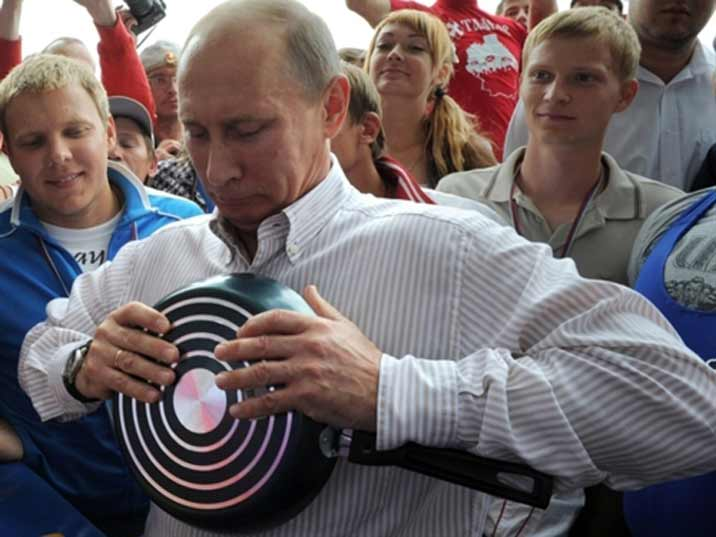 Putin showing his strength to school kids by bending a cooking pan