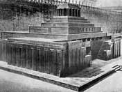 The wooden Lenin Mausoleum looked very similar the later version