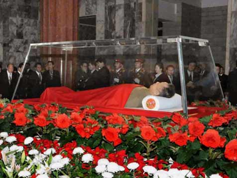 Kim Jong Il lying in state in Kumsusan Memorial Palace the Mausoleum of his father and eternal leader Kim Il Sung