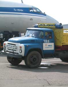 Baggage offloading of a Belavia Tupolev Tu-154 at Minsk airport