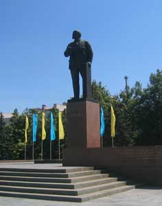 Lenin on Lenin Square, the central square of Simferopol